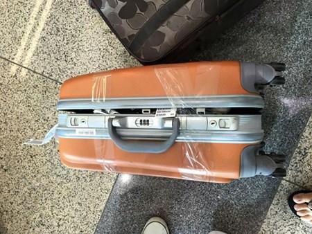 Nhân viên hãng Vietjet phá khoá, lấy đồ của hành khách?
