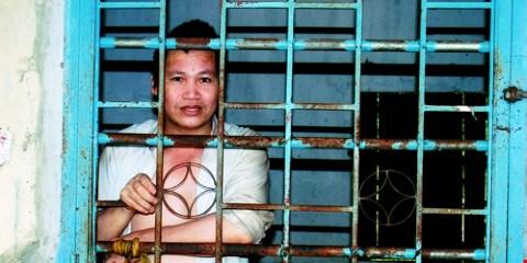 Sau khi bị công an giam 4 ngày, bị điên suốt đời