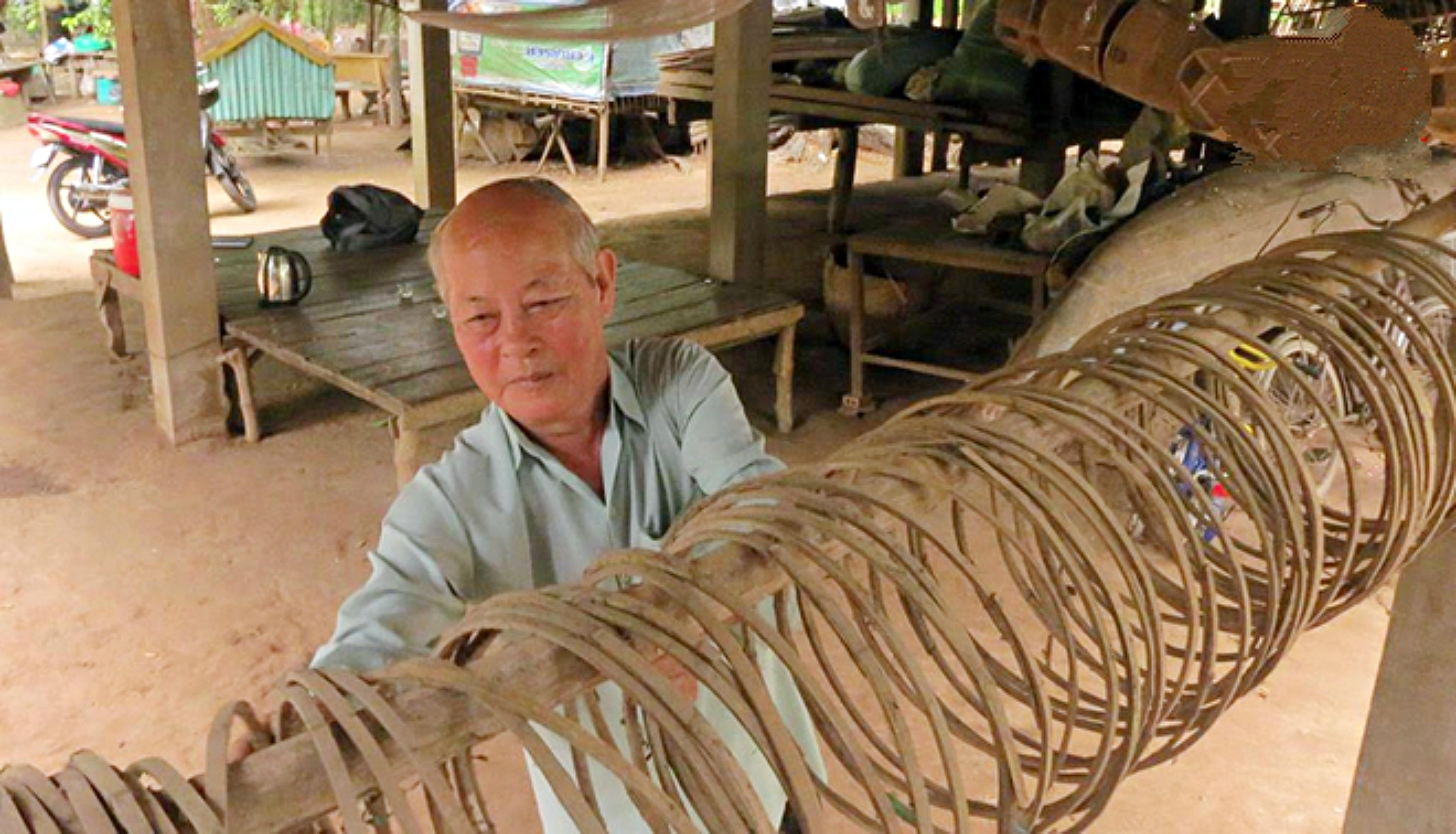 Nghề làm lọp cá linh ở An Giang đang chết