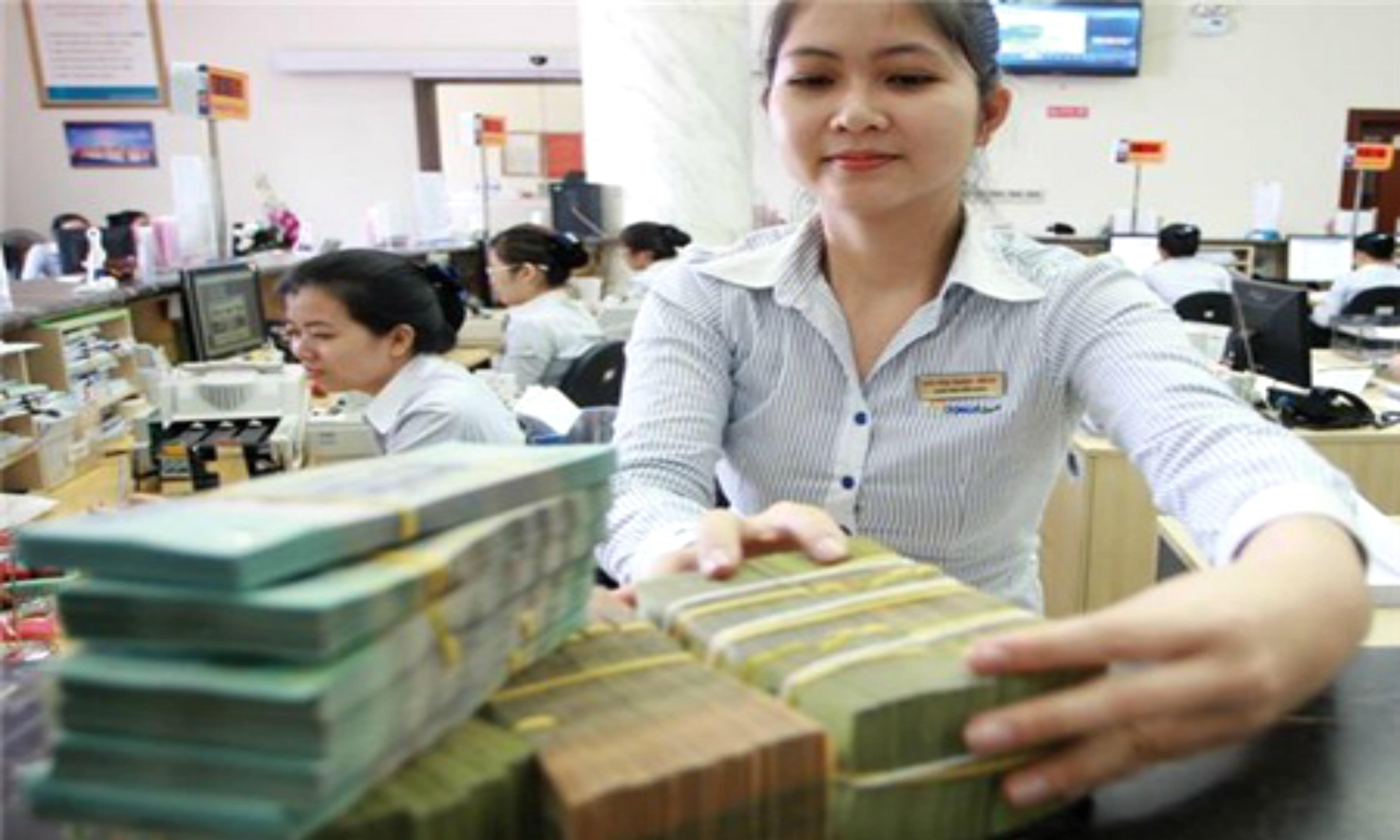 Ngân hàng bắt đầu tăng lãi suất tiền đồng