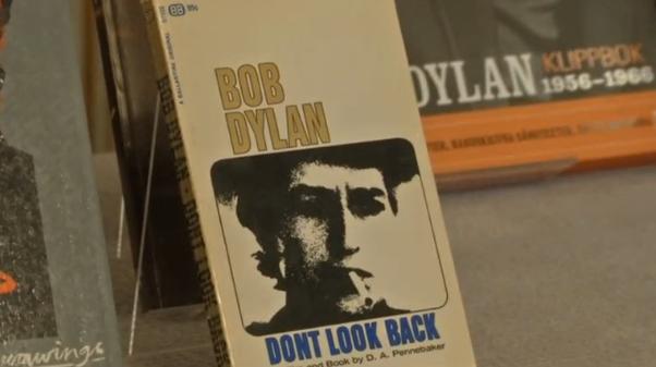 Bob Dylan lên tiếng khi được trao giải Nobel Văn Chương