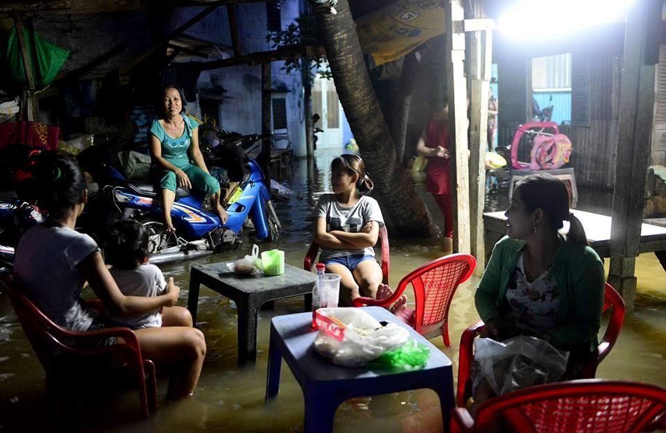 Sài Gòn tiếp tục ngập khi thủy triều lên mức cao nhất trong năm