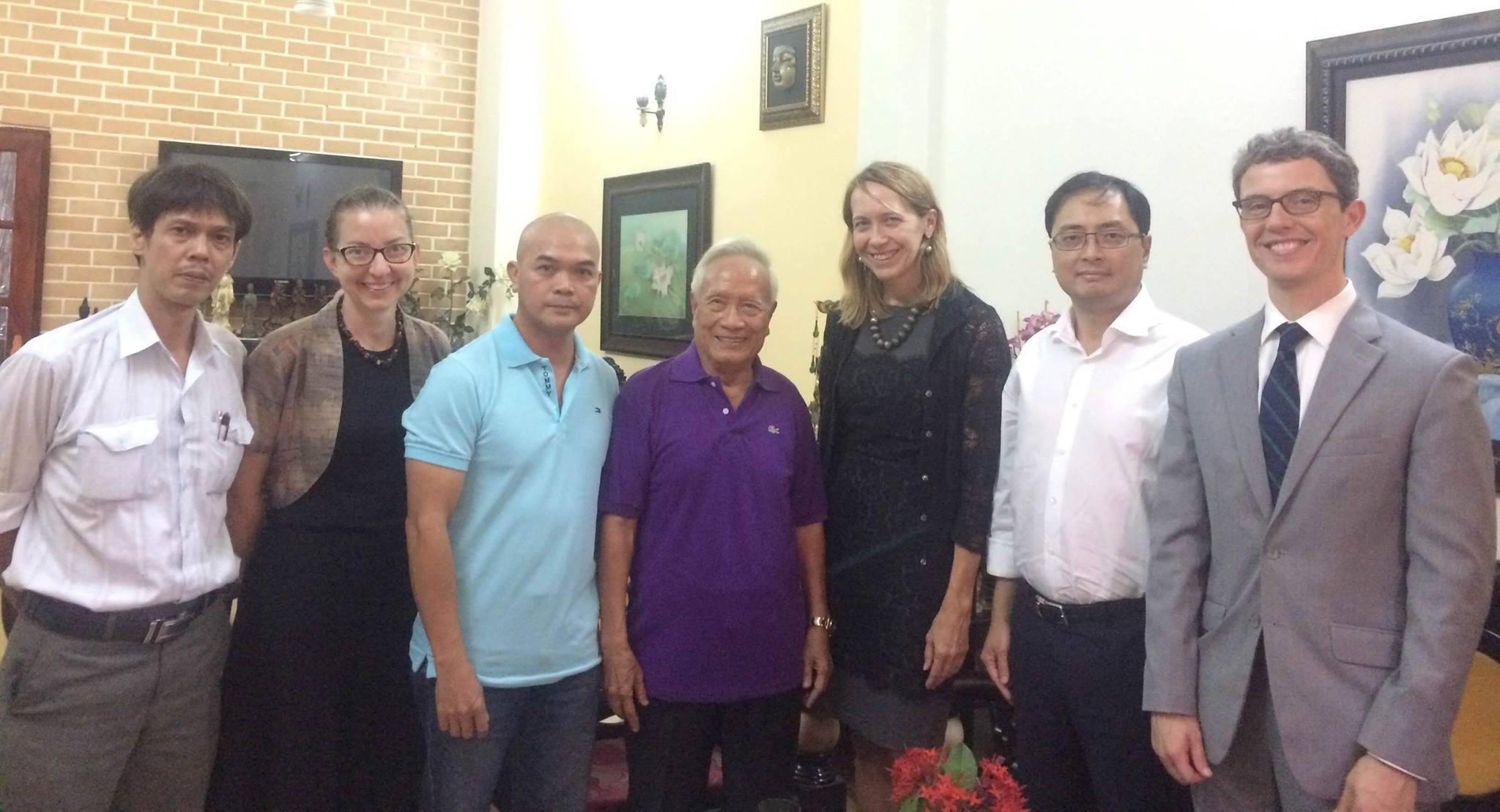 Tân Tổng Lãnh Sự Hoa Kỳ gặp Xã Hội Dân Sự tại nhà bác sĩ Nguyễn Đan Quế