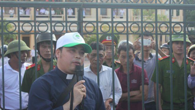 Nhà cầm quyền Nghệ An muốn trục xuất Linh Mục Đặng Hữu Nam