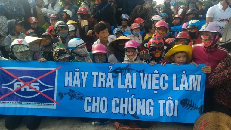 Tường thuật trực tiếp: Hơn 1000 giáo dân Nghệ An lên đường khiếu kiện Formosa sáng 18/10/2016