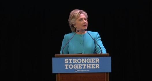 Bà Clinton nhận được sự ủng hộ của phụ nữ và các cử tri chưa quyết định
