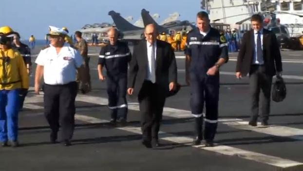 Bộ trưởng quốc phòng Pháp đến thăm hàng không mẫu hạm Charles De Gaulle