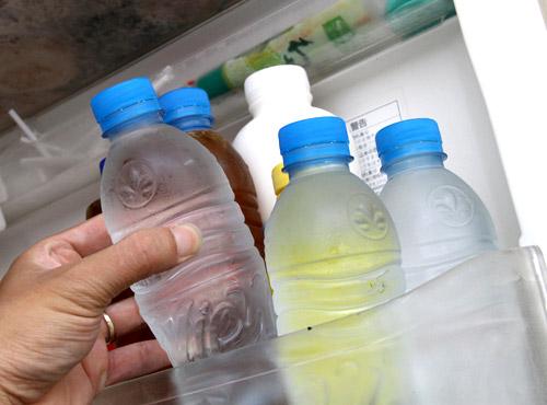 Người Việt có thói quen tai hại: xài lại đồ nhựa để tiết kiệm