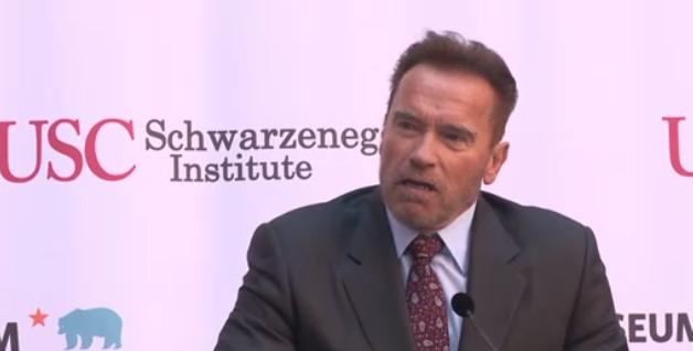 Cựu thống đốc Arnold Schwarzenegger nói về khí thải nhà kính