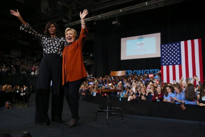 Lần đầu tiên Michelle Obama cùng đứng với Hillary Clinton