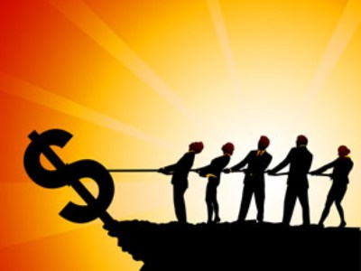 Vì sao các ngân hàng thương mại phải ồ ạt hạ lãi suất cho vay?