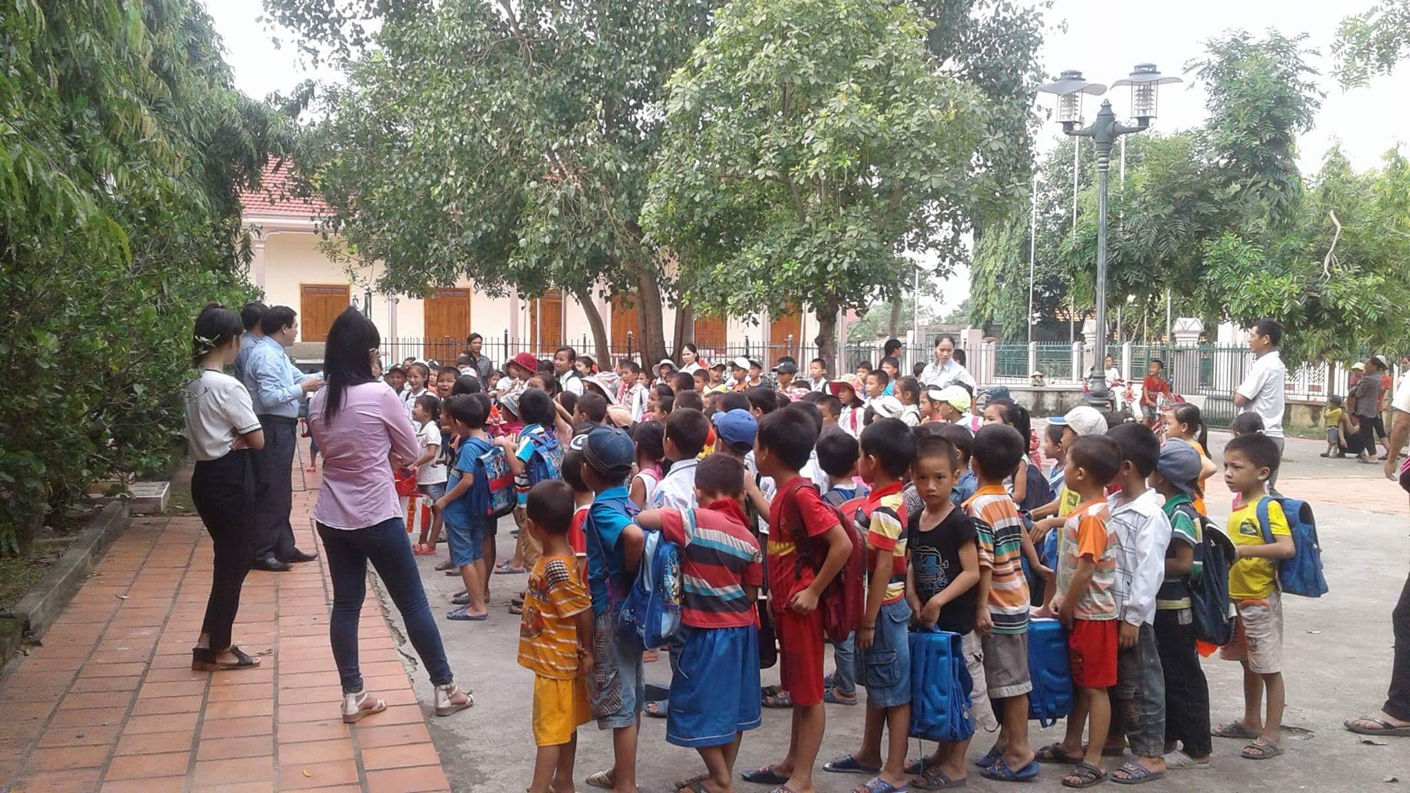 Hàng trăm học sinh Công Giáo Nghệ An nghỉ học phản đối giáo viên đánh đập