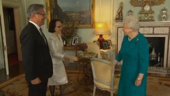 Nữ Hoàng Anh tiếp kiến toàn quyền bang Nam Úc Lê Văn Hiếu