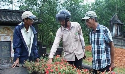 Hàng trăm mộ phần ở Huế bị đóng đinh một cách bí ẩn