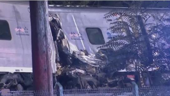 New York: Xe lửa trật đường rầy