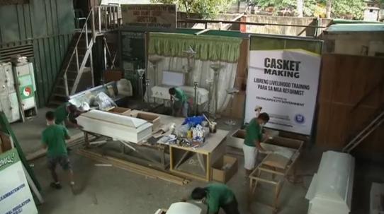 Philippines: Người cai nghiện học nghề mộc để đóng quan tài