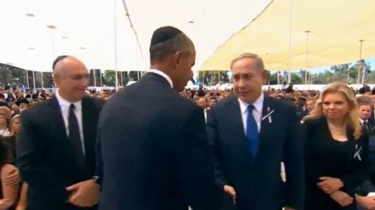 Tổng thống Palestine bắt tay thủ tướng Netanyahu