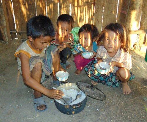 """Việt Nam được xếp hạng đói """"vừa phải"""""""
