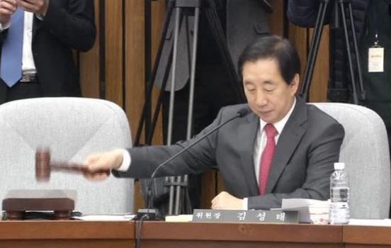 Nam Hàn: Nghị viện bắt đầu cuộc điều tra về vụ bê bối chính trị của tổng thống