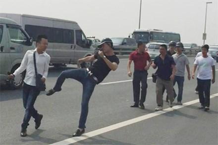 Chủ tịch tỉnh Thái Nguyên: nhà báo phải 'đúng quy trình' để khỏi bị đánh!