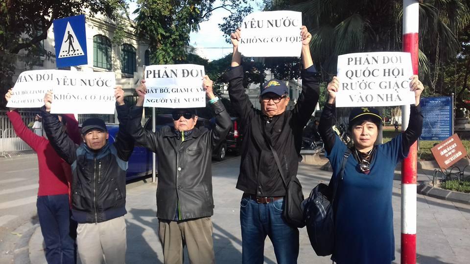 Biểu tình phản đối quốc hội CSVN mời chủ tịch quốc hội Trung Cộng tham dự phiên họp