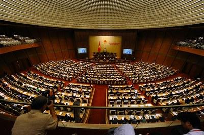 Quốc hội CSVN thông qua luật tôn giáo, dời lại luật về hội
