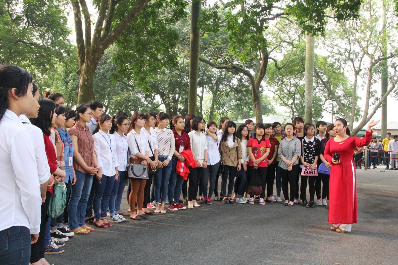 Đại biểu quốc hội CSVN đề nghị cấm hướng dẫn viên du lịch nước ngoài hành nghề tại Việt Nam