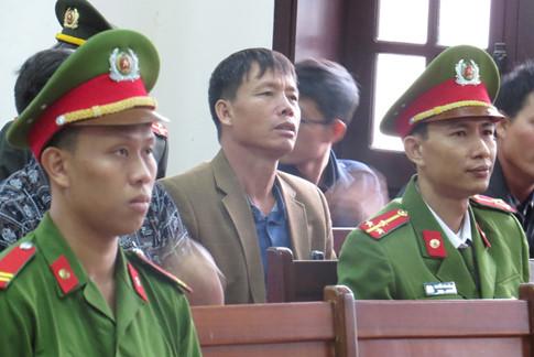 Người cầm ống nhòm cho anh em ông Đoàn Văn Vươn bị tù 3 năm rưỡi