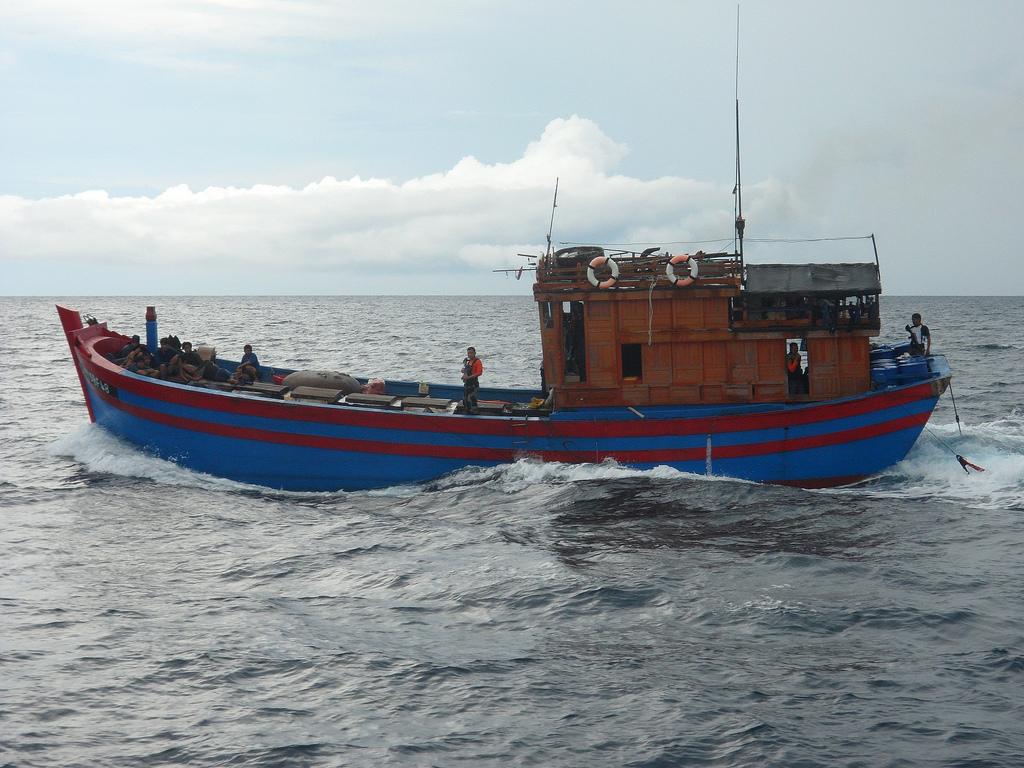 Tàu cá Trung Cộng đâm tàu cá Thanh Hóa, một ngư dân mất tích