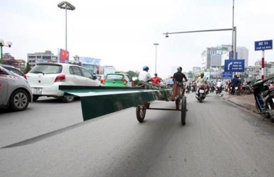 Xe ba gác chở cây sắt đâm xuyên nữ sinh Bắc Ninh 16 tuổi