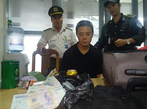 Công an Đà Nẵng bắt thêm một hành khách Trung Cộng trộm tiền trên phi cơ