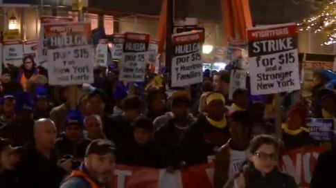 Người lao động Mỹ biểu tình đòi lương tối thiểu 15 Mỹ kim một giờ