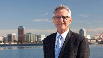 Dân Biểu Liên Bang Alan Lowenthal tái đắc cử, cảm ơn cử tri đã ủng hộ