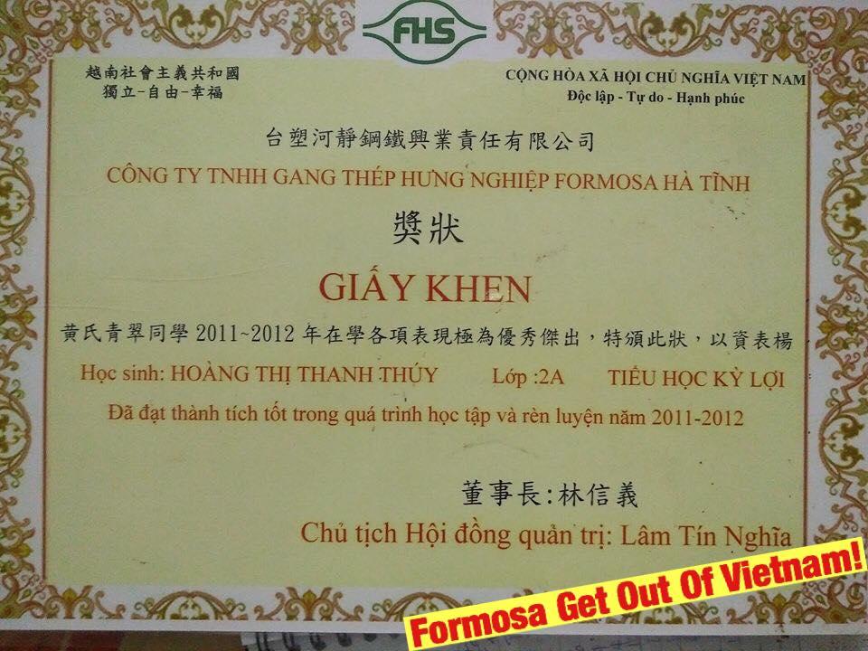 Công ty Formosa cấp giấy khen cho học sinh Hà Tĩnh bằng tiếng Hoa