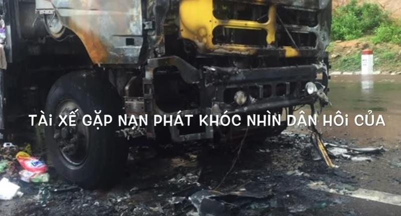 Xe hàng bị cháy ở Bình Định, hàng chục người lao vào hôi của