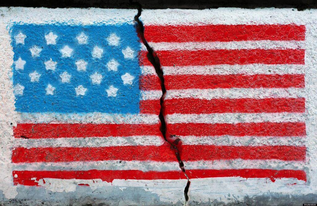 Thăm dò của CNN & ORC cho thấy nước Mỹ chia rẽ nhất trong nhiều năm