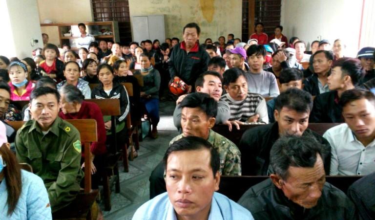 Hàng ngàn giáo dân Hà Tĩnh biểu tình ở trụ sở xã, trên quốc lộ đòi bồi thường thảm họa Formosa
