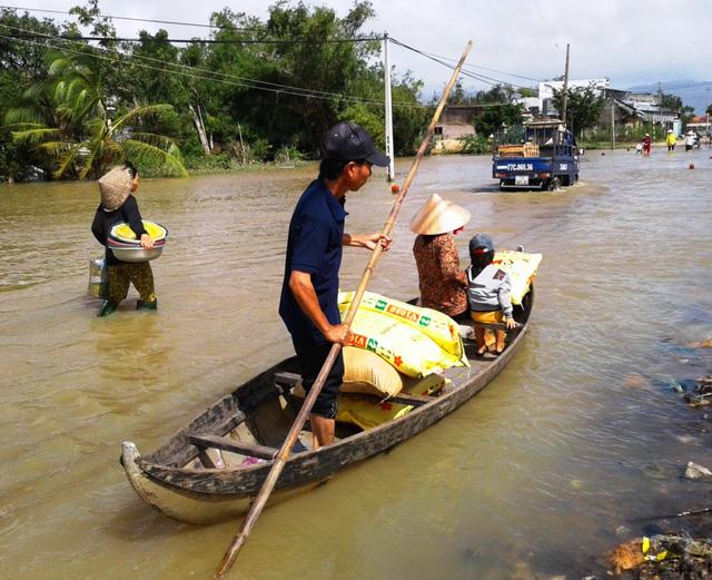 Lũ lụt khiến ít nhất 13 người thiệt mạng ở Miền Trung Việt Nam
