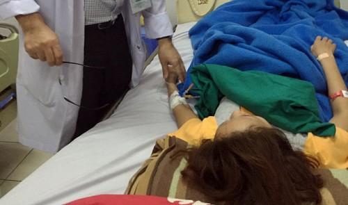 Một phụ nữ ở Sài Gòn bị mù và đột quỵ sau khi sửa mũi