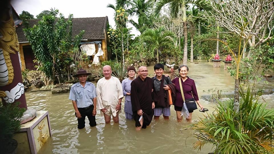 Tăng Đoàn Giáo Hội Phật Giáo Việt Nam Thống Nhất cứu trợ lũ lụt đợt 2 tại Quảng Ngãi