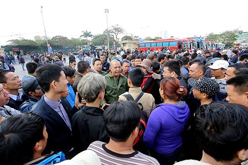 Cả trăm xe khách Hà Nội biểu tình phản đối quyết định phân tuyến