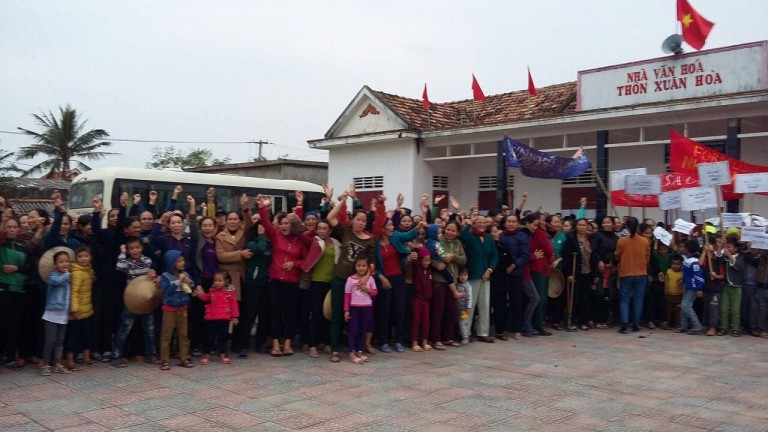 2,000 ngư dân thôn Xuân Hóa, Quảng Bình biểu tình yêu cầu Formosa đền bù thiệt hại