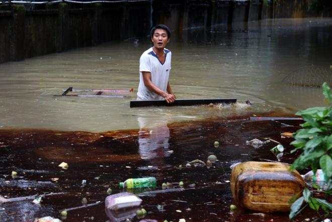 4 trận lụt trong 1 tháng làm kiệt lực người dân Miền Trung