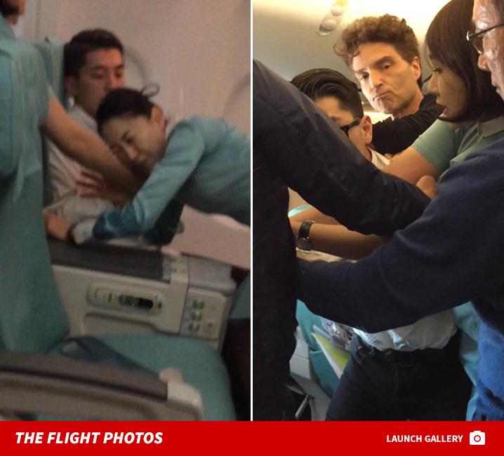 Hành khách của Korean Air từ Việt Nam thoát hiểm nhờ vợ chồng ca sĩ Richard Marx