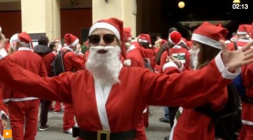 Người Hy Lạp mặc trang phục ông già Noel tham gia cuộc chạy bộ từ thiện