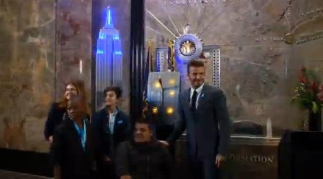 David Beckham thắp sáng đèn xanh toà nhà Empire State mừng 70 năm Unicef