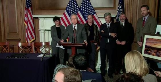 Ông Harry Reid tuyên bố giám đốc FBI & tổng thống Nga âm mưu giúp ông Trump chiến thắng