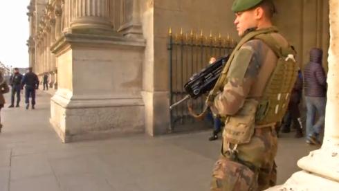 Pháp huy động gần 100,000 cảnh sát & quân nhân để giữ an ninh trong dịp năm mới
