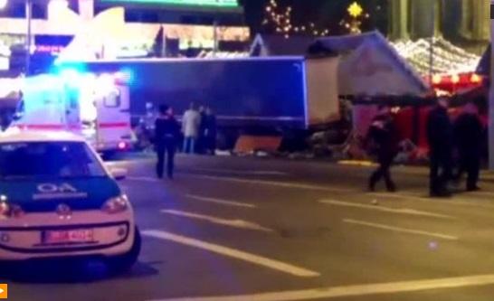 Xe tải lao vào đám đông tại hội chợ ở Berlin, ít nhất 9 người chết