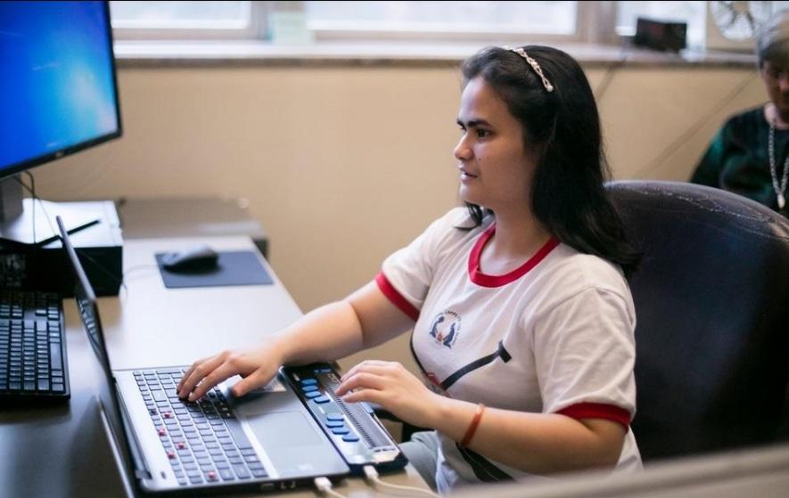 Cô gái mù người tị nạn gốc Việt ở Arkansas vào đại học
